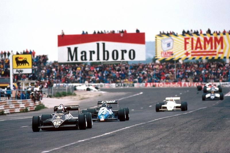 Nigel Mansell's Lotus leads the Ligier of Jean-Pierre Jarier.