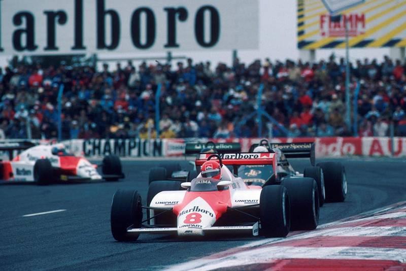 The McLaren of Niki Lauda leads the Lotus of Elio de Angelis, the Tyrrell of Michele Alboreto and the Alfa Romeo of Mauro Baldi.