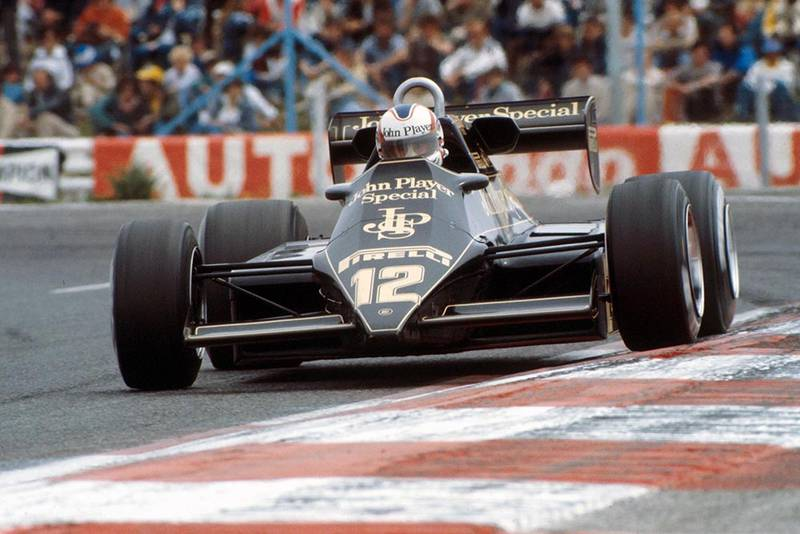 Nigel Mansell Irving his Lotus 92.
