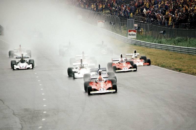 Niki Lauda (Ferrari) leads the field at the start of the 1975 Dutch Grand Prix, Zandvoort.