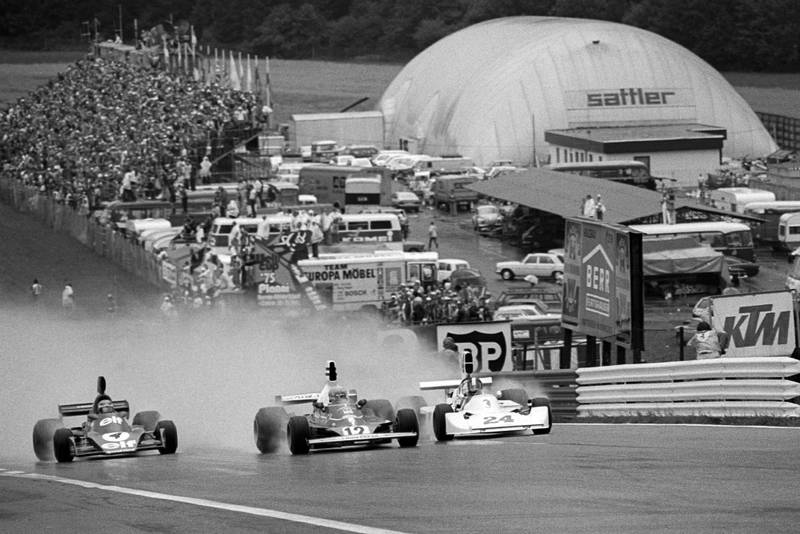 Niki Lauda (Ferrari) heads the pack into the first corner of the 1975 Austrian Grand Prix, Osterreichring.