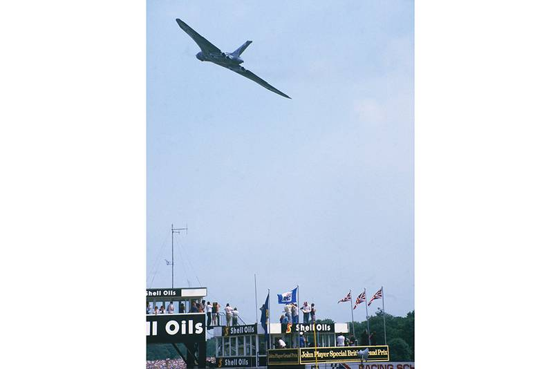 Avro Vulcan flying demonstartion before the race.
