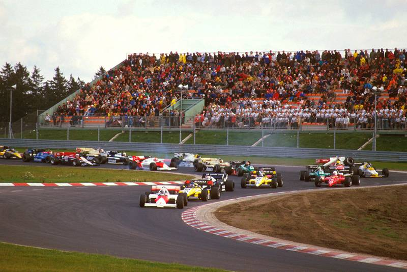 Alain Prost (McLaren MP42 TAG Porsche) leads Patrick Tambay (Renault RE50), Nelson Piquet (Brabham BT53 BMW) and Derek Warwick (Renault RE50) at the start. Others lock up coming into the Castrol-S as Ayrton Senna (Toleman TG184 Hart) crashes into Keke Rosberg (Williams FW09B Honda).