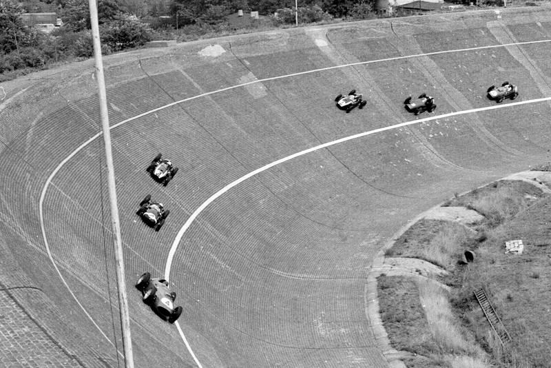 Tony Brooks, Stirling Moss, Masten Gregory, Jack Brabham, Jo Bonnier and Dan Gurney on the banked North Turn.