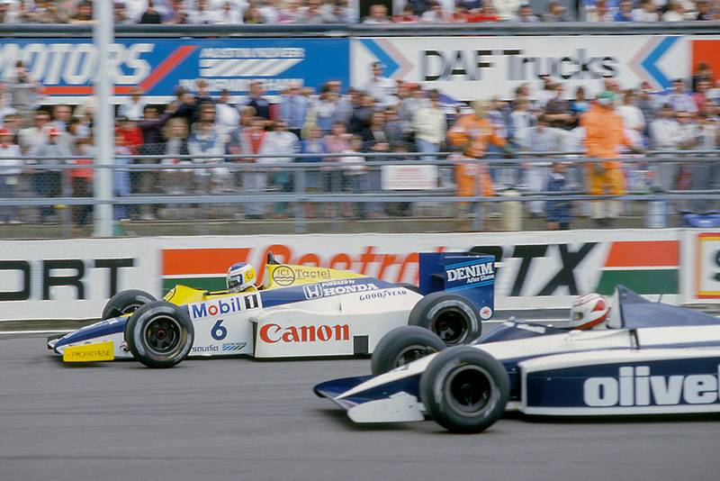 Keke Rosberg (Williams FW10 Honda) leads, Nelson Piquet (Brabham BT54 BMW) at the start, after they qualified 1st and 2nd respectively.