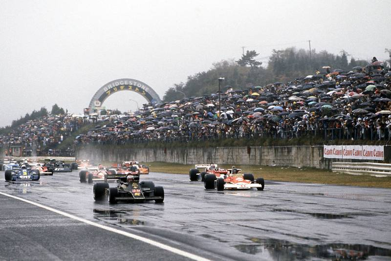 The 1976 Japanese Grand Prix gets underway, Fuji.