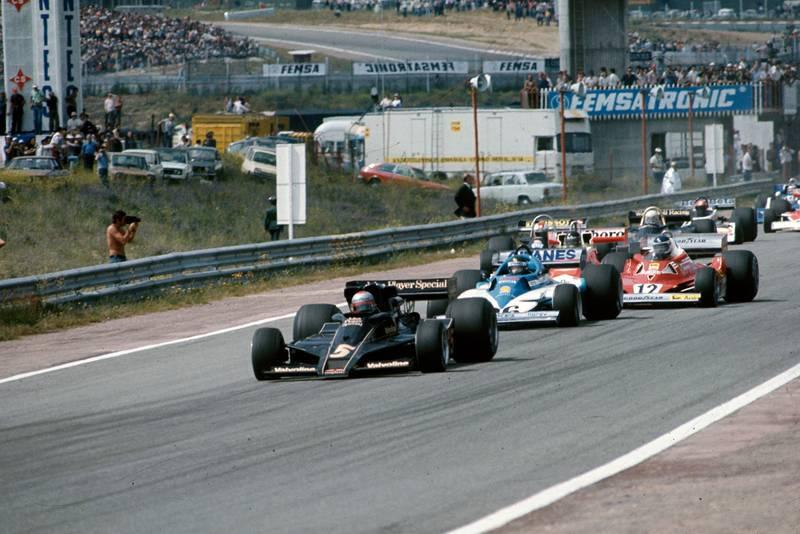 Mario Andretti (Lotus) takes the lead at the start of the 1977 Spanish Grand Prix, Jarama.