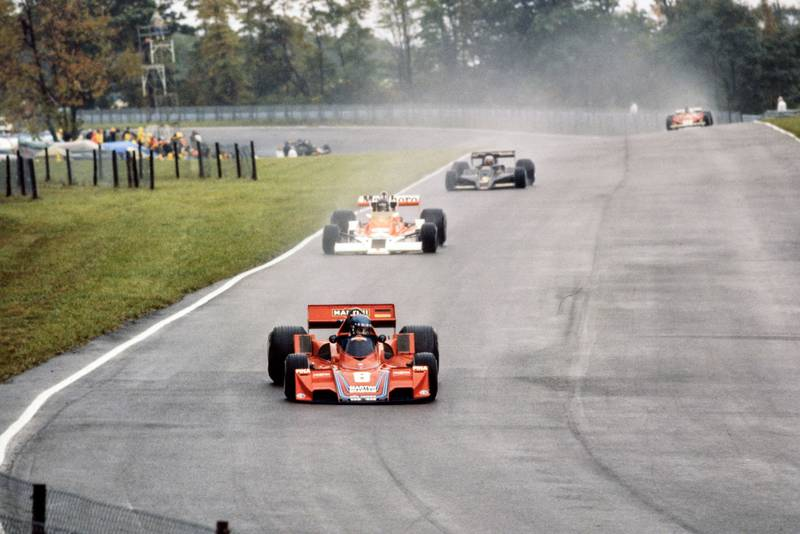 Hans-Joachim Stuck leads at the start of the 1977 United States Grand Prix East, Watkins Glen.