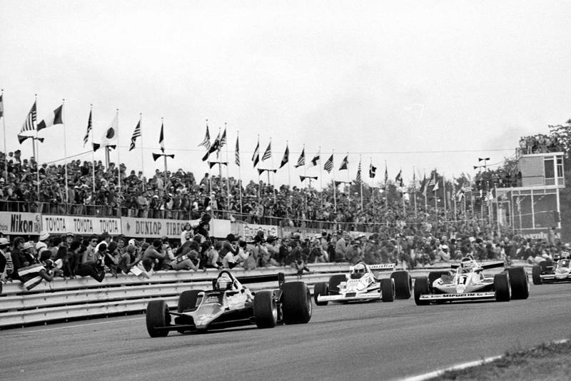 Mario Andretti (Lotus) leads at the start of the 1978 United States Grand Prix East, Watkins Glen.
