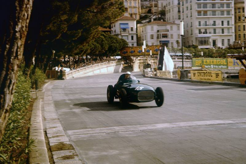 Stirling Moss approaches the Swimming Pool section in his Vanwall, 1957 Monaco Grand Prix.