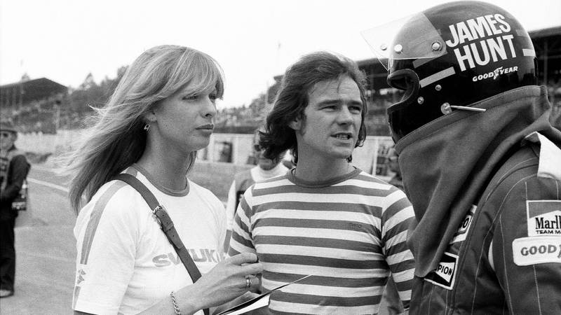 Barry Sheene speaks with James Hunt
