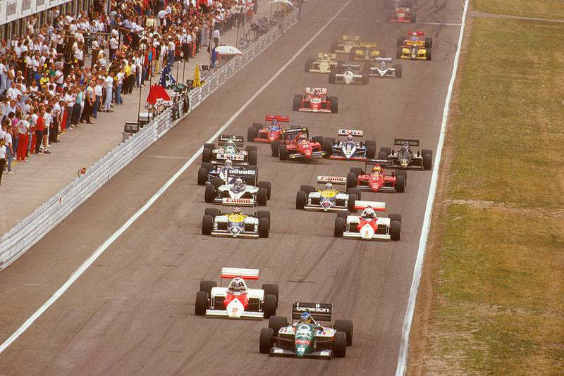 Gerhard Berger (Benetton B186 BMW) leads Keke Rosberg (McLaren MP4/2C TAG Porsche), Nelson Piquet (Williams FW11 Honda), Alain Prost (McLaren MP4/2C TAG Porsche), Riccardo Patrese (Brabham BT55 BMW) and Nigel Mansell (Williams FW11 Honda) at the start. Just behind Stefan Johansson (Ferrari F186) becomes airborn after tripping over Alliot's Ligier.