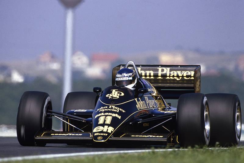 Johnny Dumfries in a Lotus 98T-Renault.