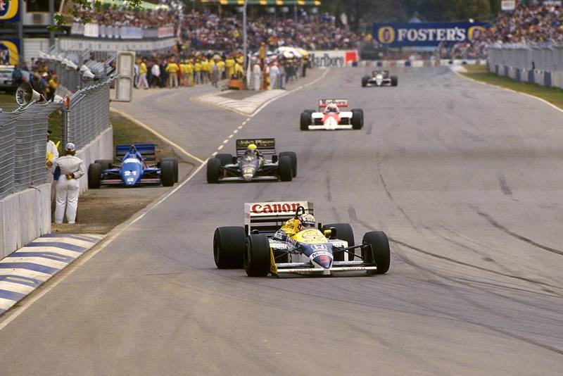 Nigel Mansell leads the pack in his Williams FW11 but did not finish.