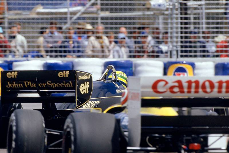 Nelson Piquet (Williams Honda) chases Ayrton Senna (Lotus Renault).