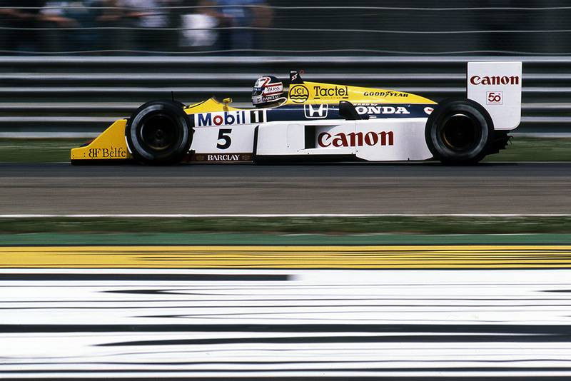 Race winner Nigel Mansell in his Williams FW11B.