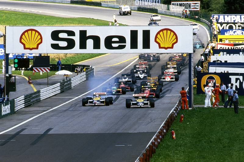 Nelson Piquet, Williams FW11B, and Nigel Mansell, Williams FW11B, lead at the start of the race.