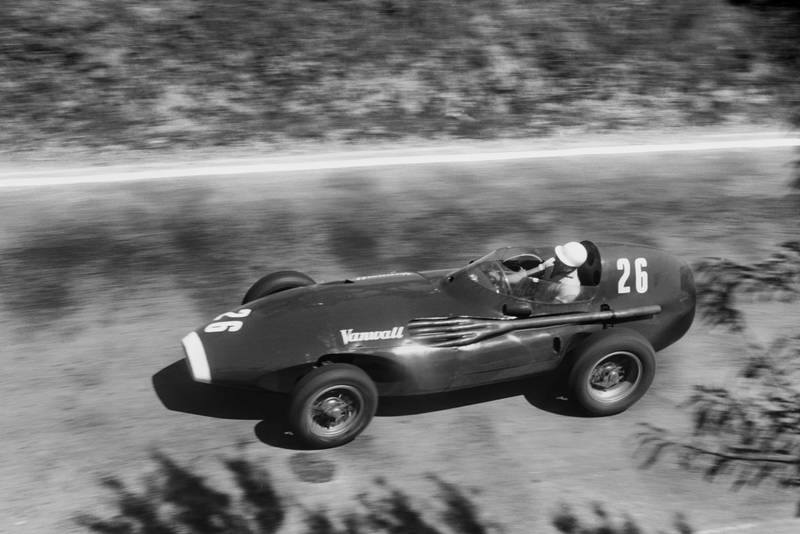 Stirling Moss (Vanwall VW5) on his way to victory at the 1957 Pescara Grand Prix.