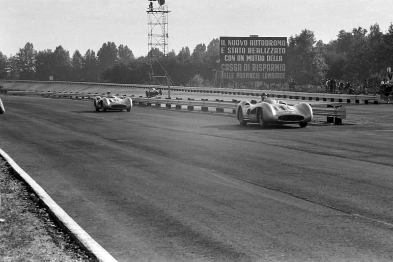Fangio leads Moss