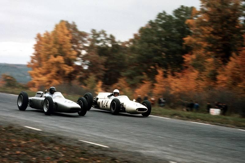 Dan Gurney (Porsche 804) passes Hap Sharp (Cooper T53 Climax).