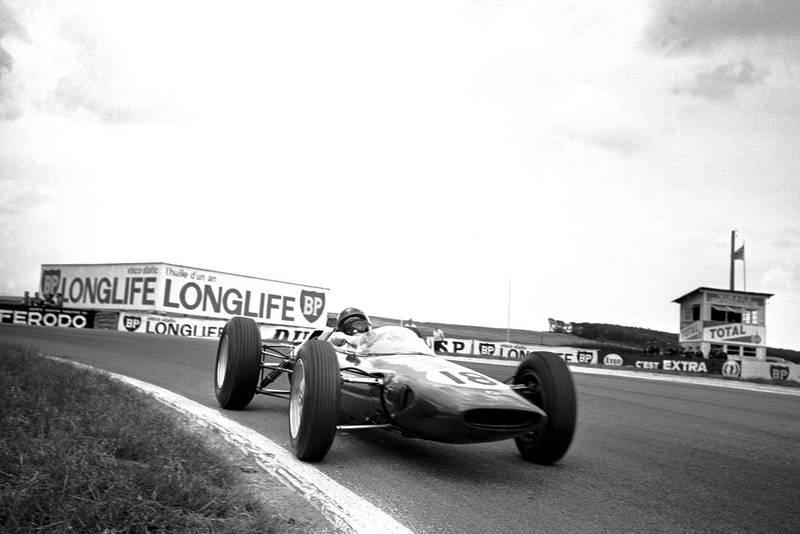 Jim Clark (GBR) Lotus 25.