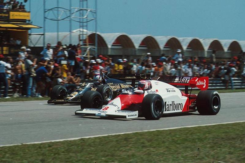 Nigel Mansell (Lotus 95T) is led by Niki Lauda (McLaren MP4/2, neither completed the race.