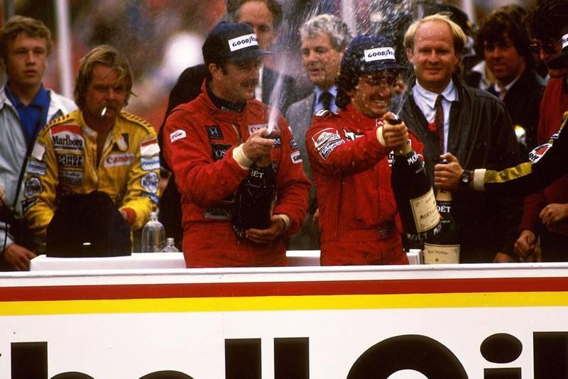 Winner Nigel Mansell (L) and Alain Prost (R) on the podium.