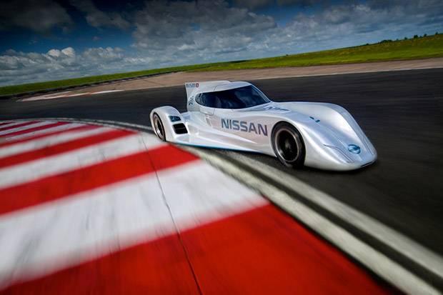 Nissan unveils 'zero emissions' racer