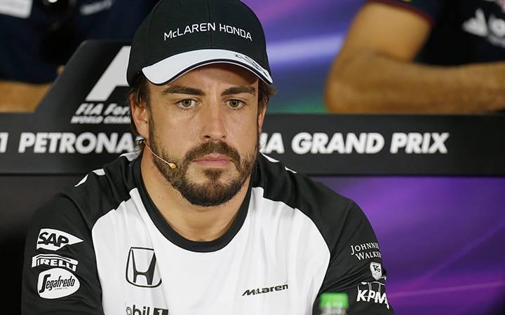 Alonso throws McLaren under the bus