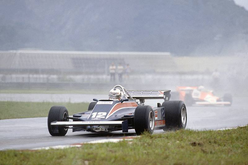 Nigel Mansell (Lotus 81B-Ford Cosworth), 11th position, leads Andrea de Cesaris (McLaren M29F-Ford Cosworth).