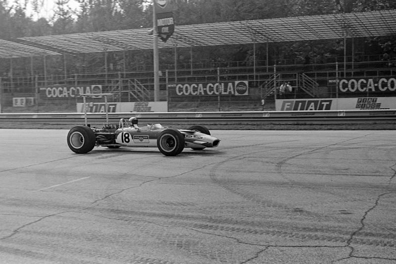 Mario Andretti, Lotus 49B Ford.