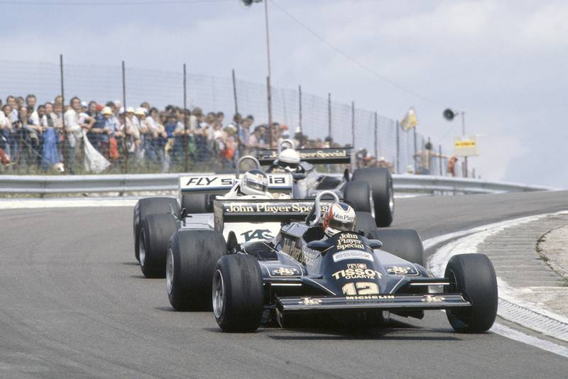 Nigel Mansell (Lotus 87-Ford Cosworth) leads Carlos Reutemann (Williams FW07C-Ford Cosworth) and Elio de Angelis (Lotus 87-Ford Cosworth).
