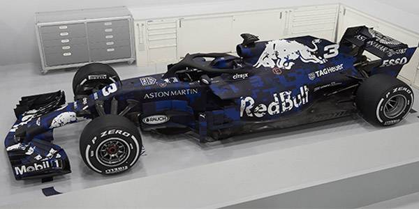Red Bull RB14: a calculated departure