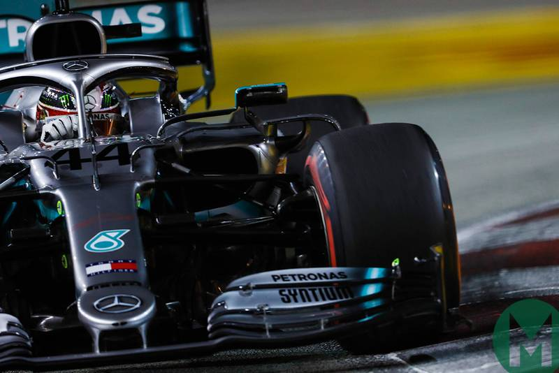 Lewis Hamilton cornering during qualifying for the 2019 F1 Singapore Grand Prix