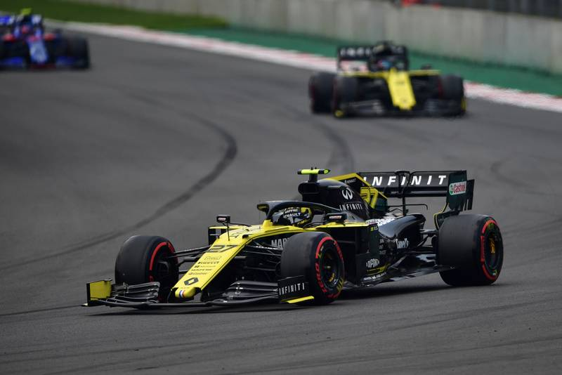 Renaults during qualifying for the 2019 F1 Mexican Grand Prix