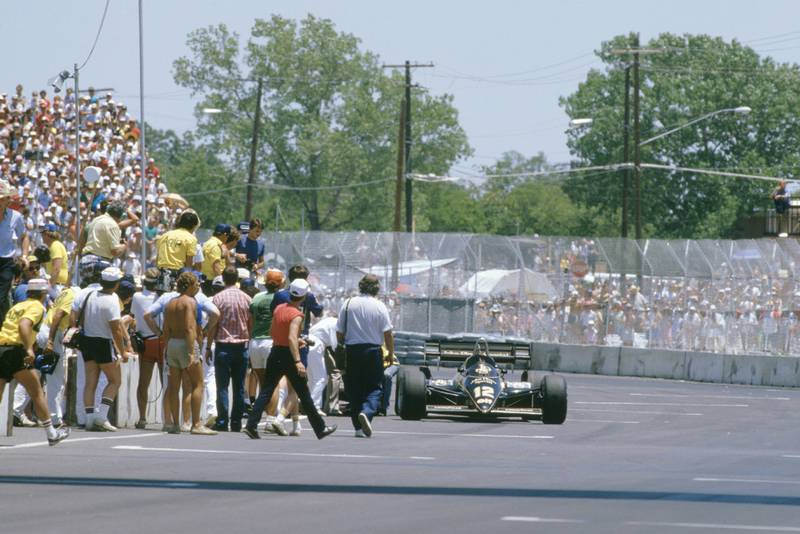 Nigel Mansell collapses trying to push his Lotus across the line at the 1984 Dallas Grand Prix