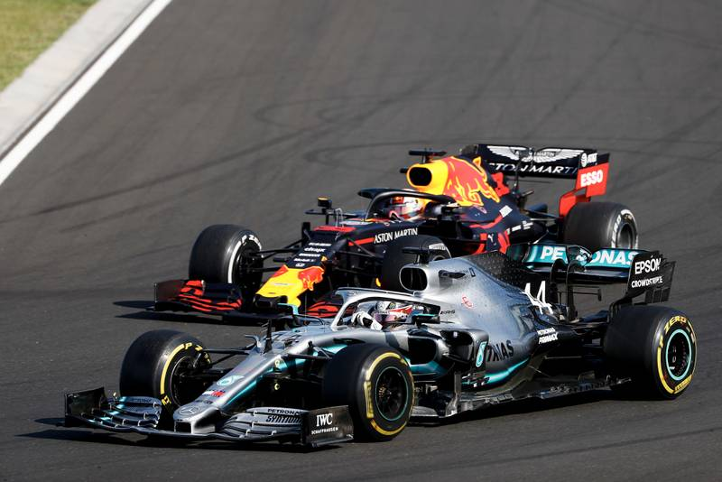 Lewis Hamilton overtakes Max Verstappen for the lead of the 2019 Hungarian Grand Prix
