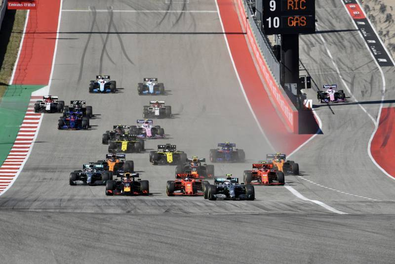 Bottas leads at the start of the 2019 United States Grand Prix
