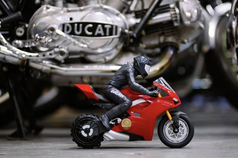 Upriser Ducati remote controlled motorbike