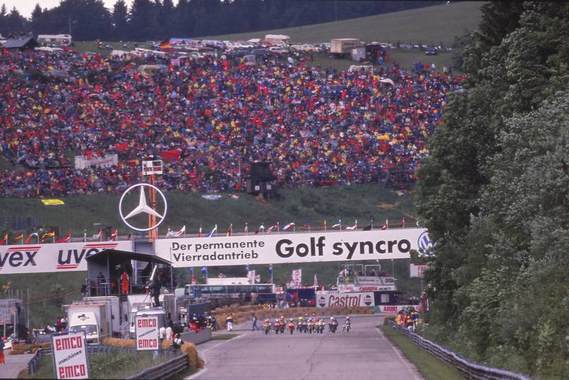 The start of the 1990 motorcycle race at the Salzburgring
