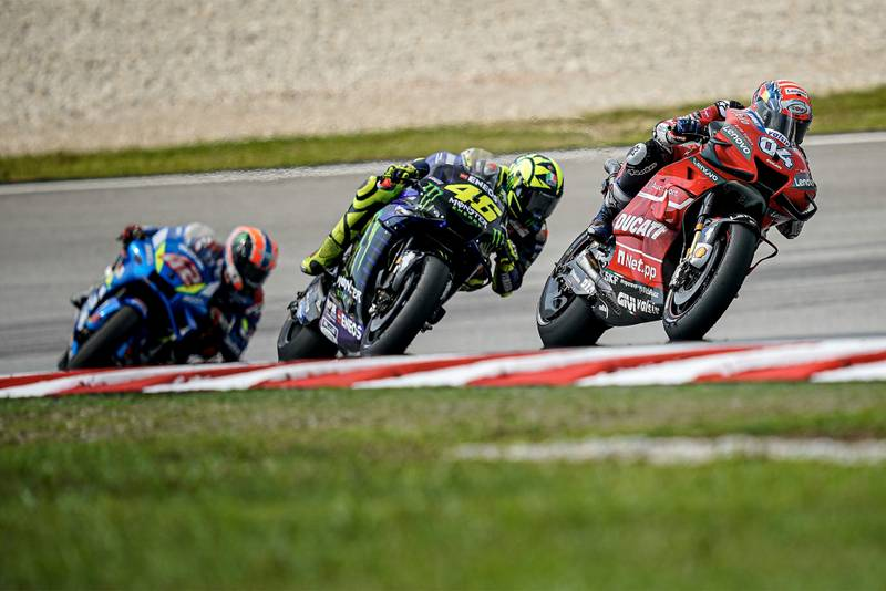 Why are MotoGP V4s faster than inline-4s?