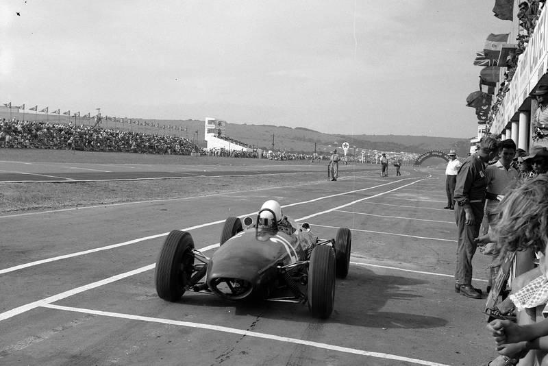 Lotus 22 racing pits
