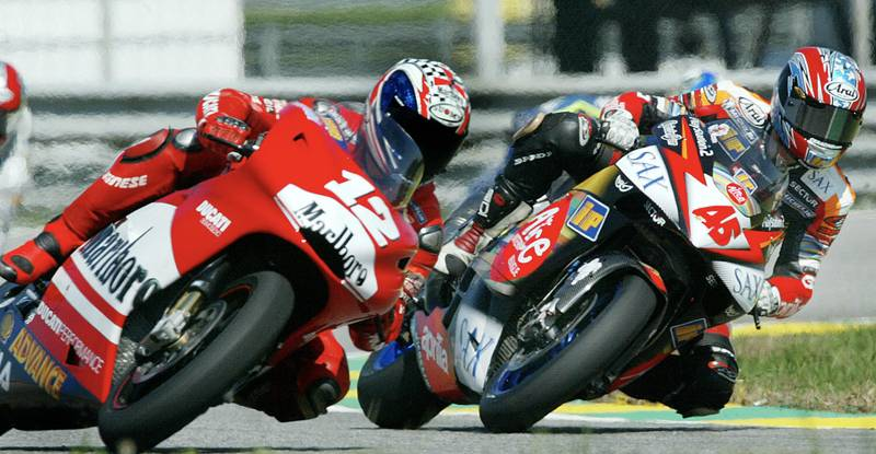 Troy Bayliss alongside Colin Edwards in practice ahead of the 2003 Rio GP