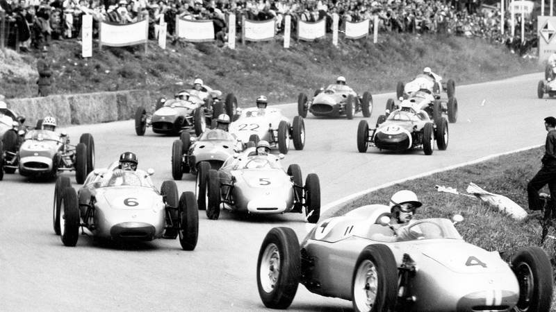 Jo Bonnier leads Graham Hill and the following pack in the 1960 Solitude Grand Prix
