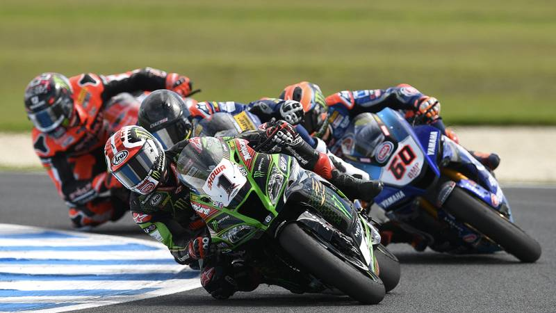 Jonathan Rea leading in the 2020 Australian World Superbike round