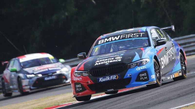 Colin Turking ton leads Tom Ingram in the 2020 Brands Hatch BTCC meeting
