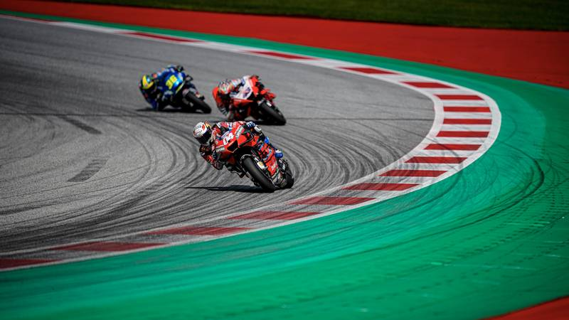 Why V4 MotoGP bikes are better in battles