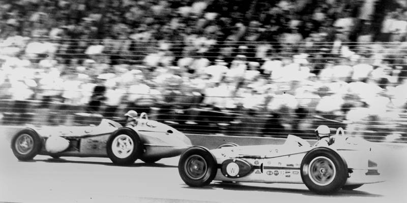 Jim Rathmann and Rodger ward battle for victory at the 1960 Indy 500