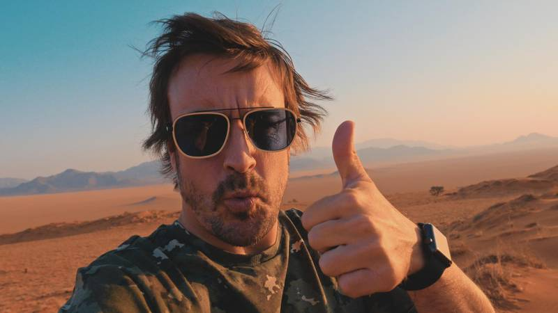 Fernando Alonso who raced in the 2020 dakar gives a thumbs up in the desert