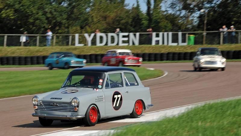 Mike Jordan leading Andrew Jordan in the September 2020 Historic Racing Drivers Club meeting at Lydden Hill